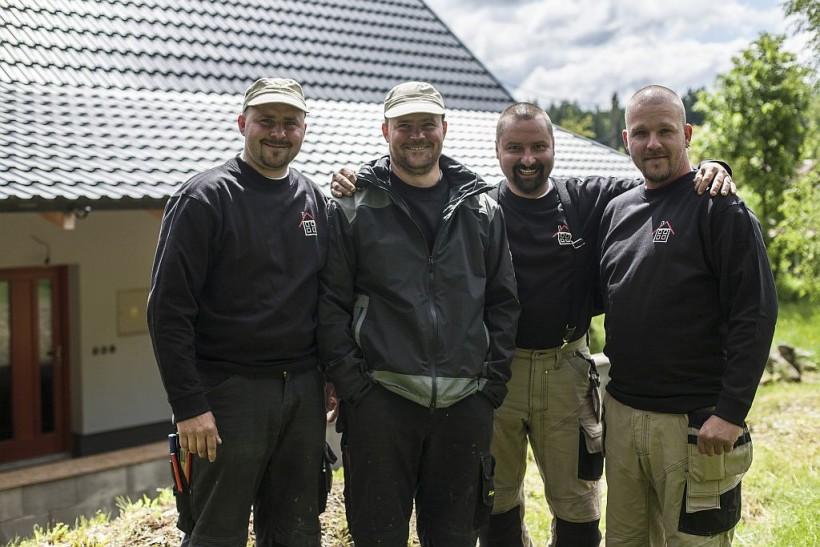 1. Klempíři z Jizerských hor představují své vlastní střechy