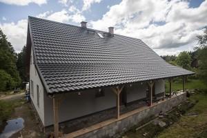 4a. Plechová střecha Ruukki Finnera imitující klasickou taškovou krytinu na domě klempíře Pavla