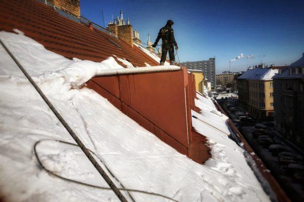 Výškové práce a odstraňování sněhu ze střech